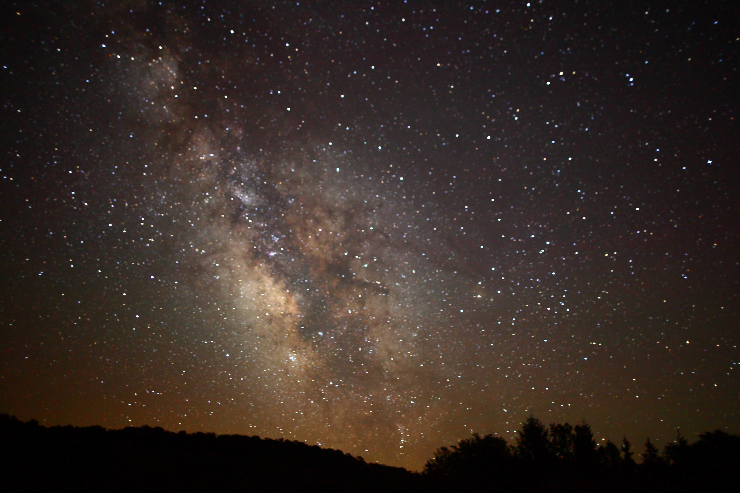 Center_of_the_Milky_Way_Galaxy_from_the_mountains_of_West_Virginia_-_4th_of_July_2010.jpg