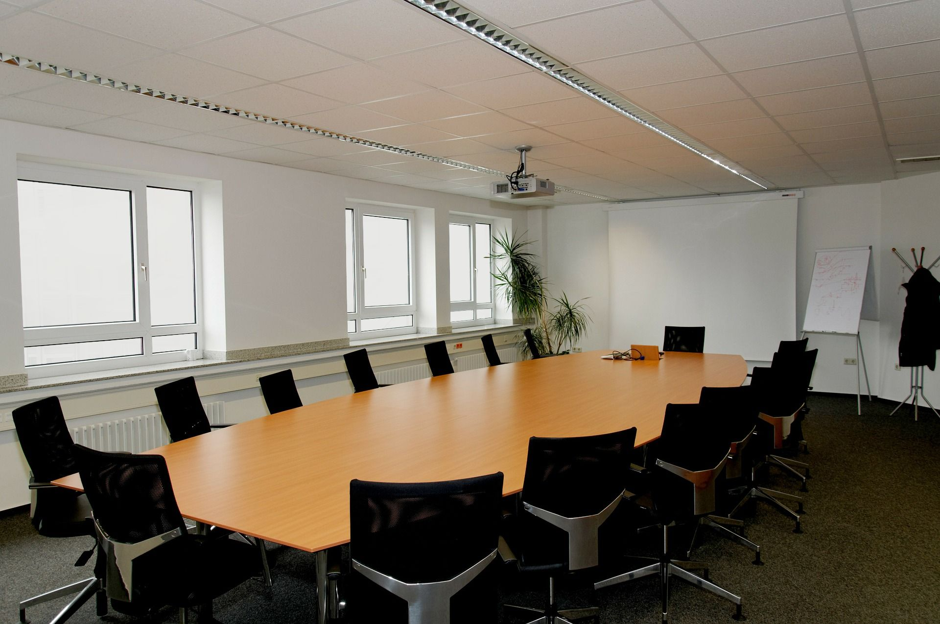 conference-room-338563_1920-opaque.jpg