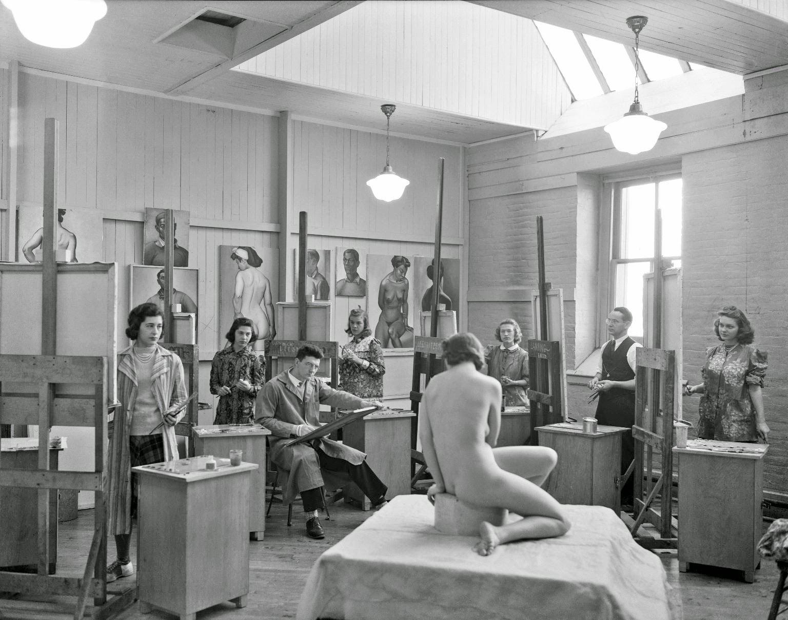 Advanced class in Life Drawing, 1940.jpg