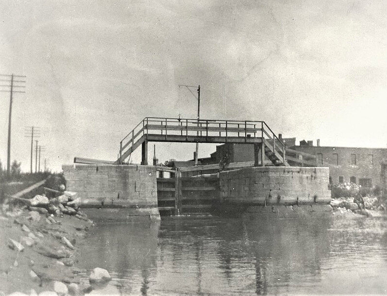 Lateral Canal Lock 1920's