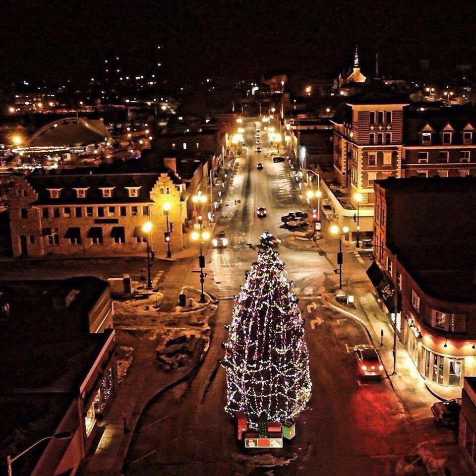Kenora-Christmas-Tree-Chris-Barre.jpg