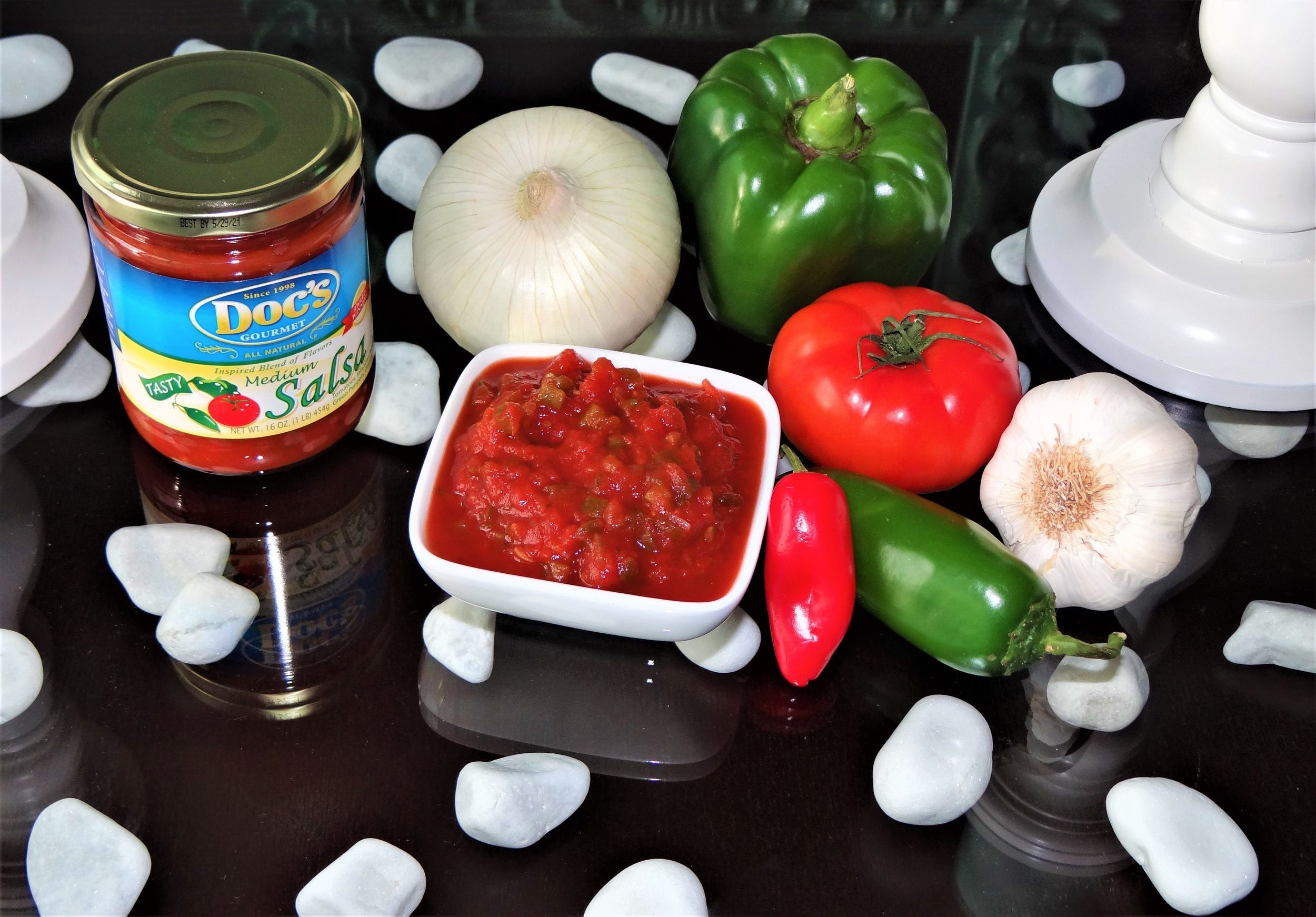 Doc's Medium Salsa - A sweet and spicy blend of tomatoes and peppers that taste just as good as your momma's homemade salsa (only in a jar)!Like your favorite chip, you can't just have one bite of this salsa.