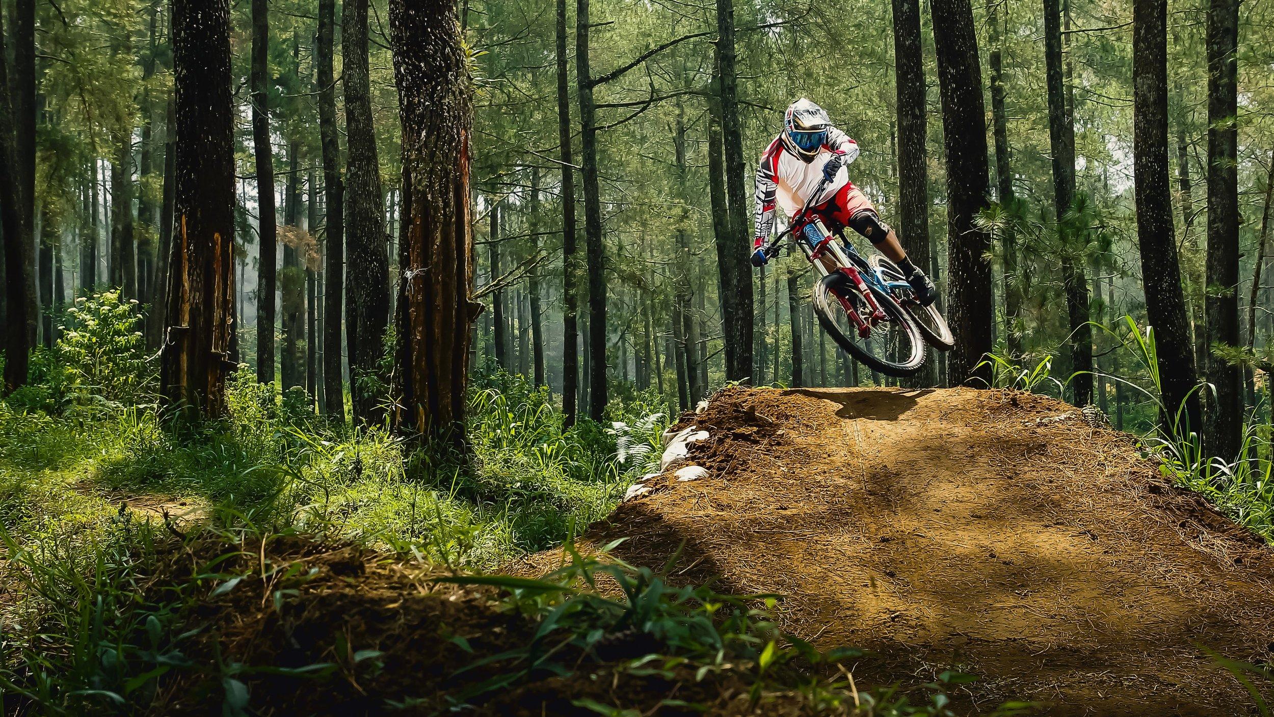 Mountain_biker_photo-1506316940527-4d1c138978a0.jpg
