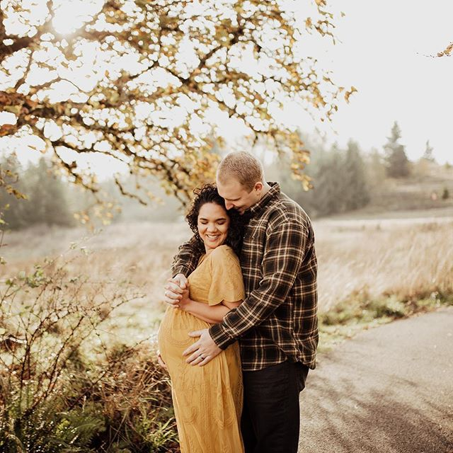 How the heck is it mid November?! We have this beautiful sun and I am not complaining☀️ I also am pretty darn excited to capture this little lady's arrival soon! • • • • • #portlandphotographer #pdxphotographer #pdxmom #helloadventure  #joyfulmamas #pnwcanon #motherhoodunplugged #morherhoodinspired #lightroom #wanderingphotographers #familycollective #muchlove_ig #love #familyphotography #iglove #familyphotographer #sunkiss #meganrosephotography #love #candidmotherhood #rawmotherhood #family #wildheartspresets #maternity #igmotherhood #fall #goldenhour #wildheartslab #powellbutte