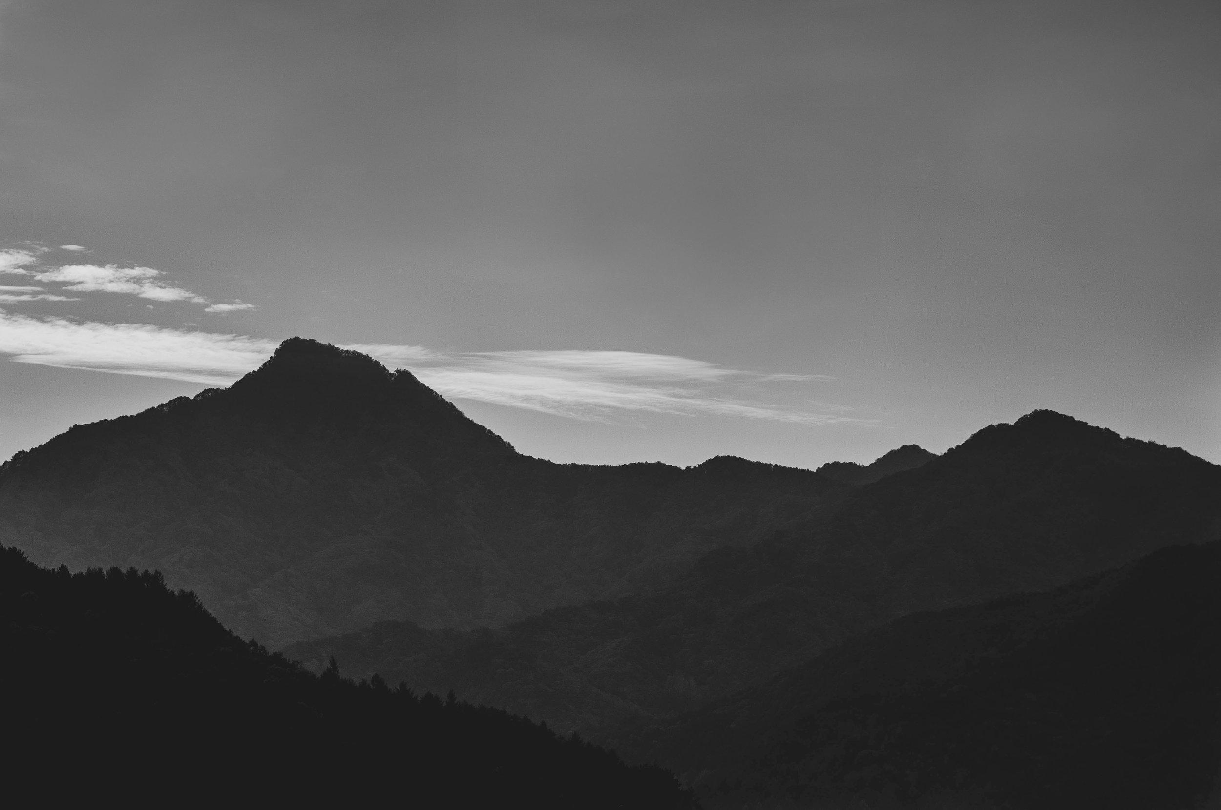 mountains_bw.jpg