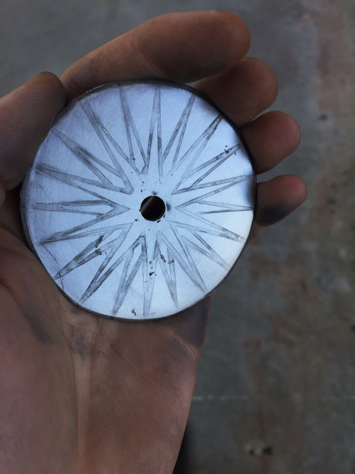 Pizza cutter blade with electroetched pattern
