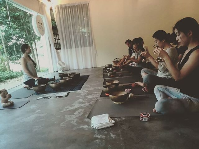 Participants were really engaged in learning mode on a rainy afternoon over last weekend's Introduction + Self healing workshop with Amanda Ling, @alignorigins. Thank you @yogaseeds for hosting this! #shimahealing #shima_healing #yogaseeds #alignorigins #singingbowl #ancientsingingbowls #soundhealing