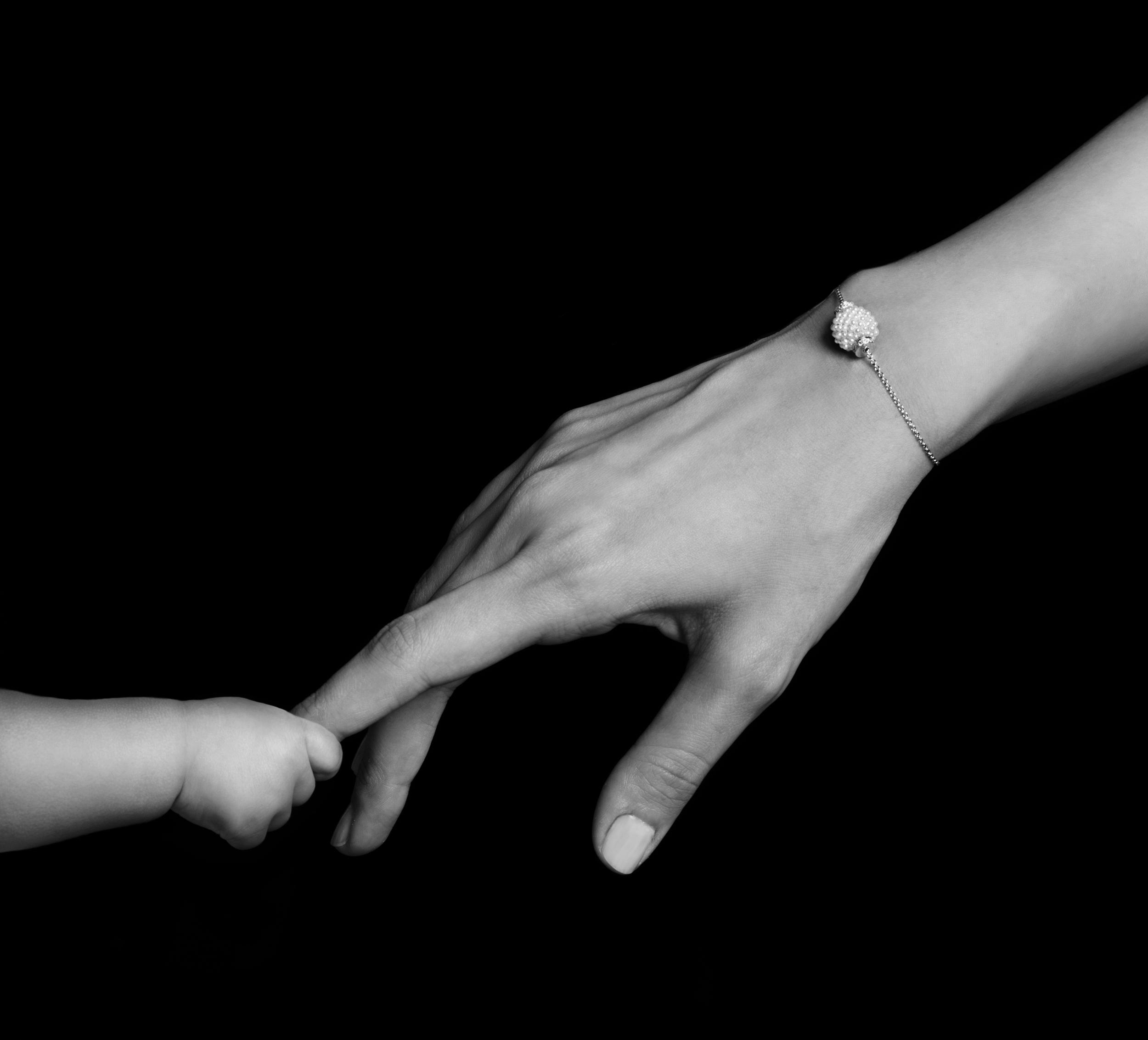 alzain_mothersday2015_pearl_braceletweb.jpg
