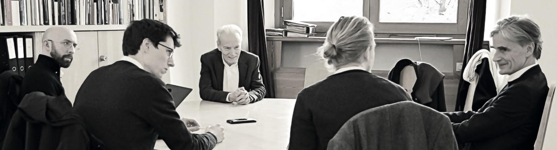 In conversation from left to right: Louis Defeche, Jonas Lismont, Paul Mackay, Philipp Tok, Bodo von Plato. Photo: Nina Gautier.