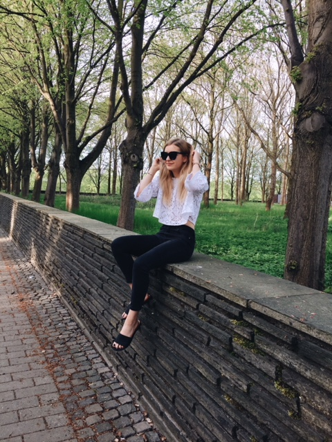 Kristiana Vasarina - Latvian blogger currently living in Copenhagen. You might also see me in Luxembourg from time to time. I mostly blog about what I wear and vegan food.
