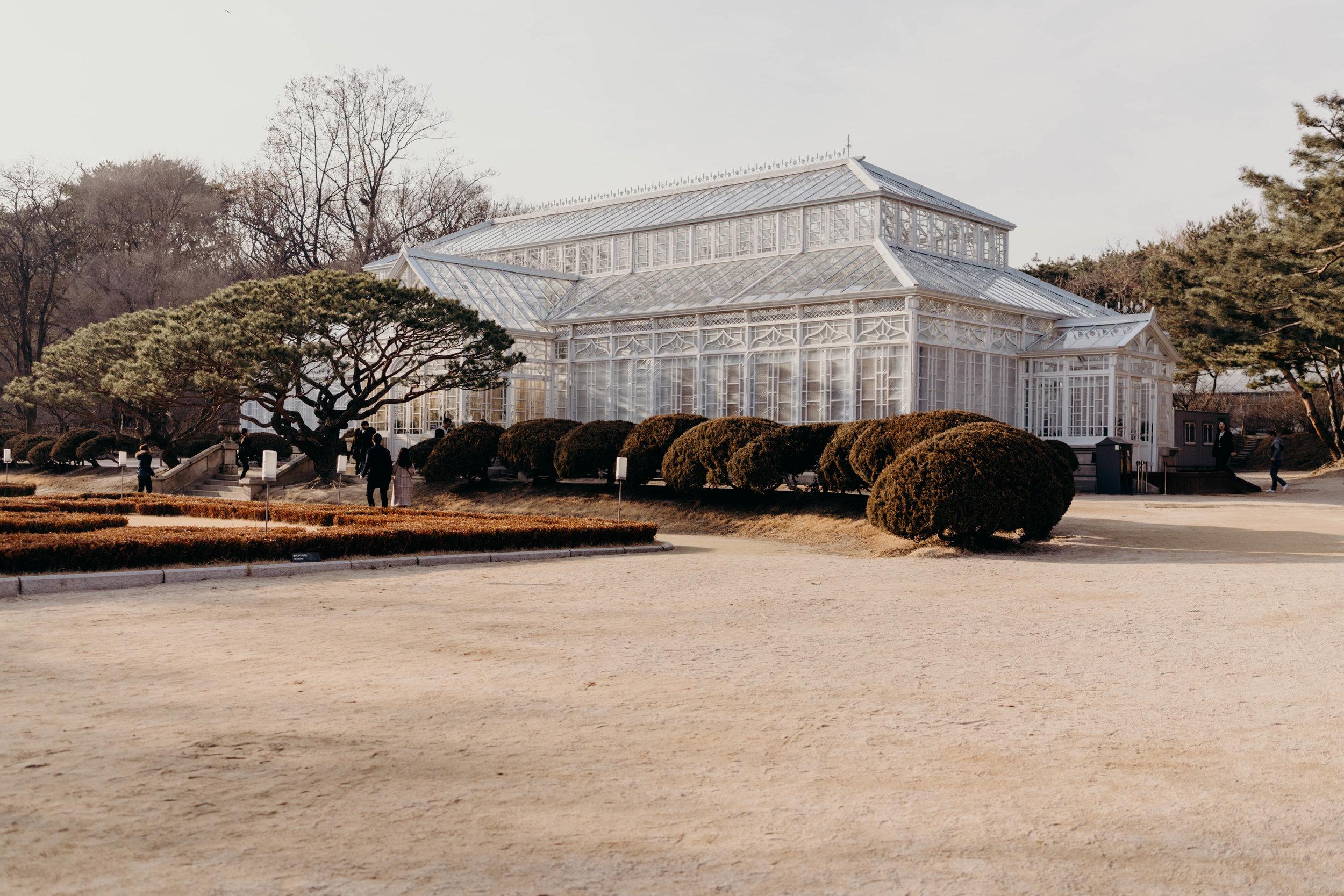 Daeonsil: The Great Greenhouse at Changgyeonggung | On the Street Where We Live ( aretherelilactrees.com )  Changgyeong Palace, Seoul, South Korea