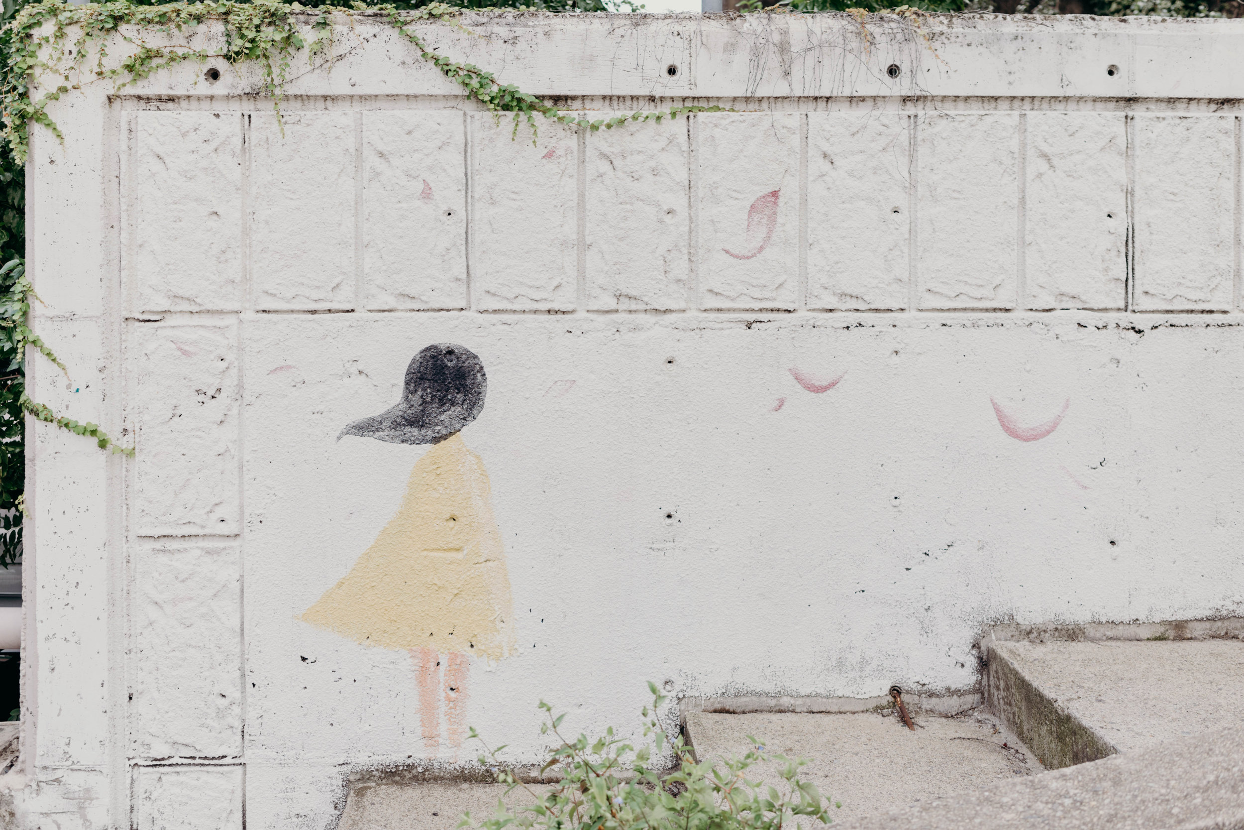 How to Plan Five Days in Seoul | On the Street Where We Live ( aretherelilactrees.com )  mural, girl with flower petals, Seoul, South Korea