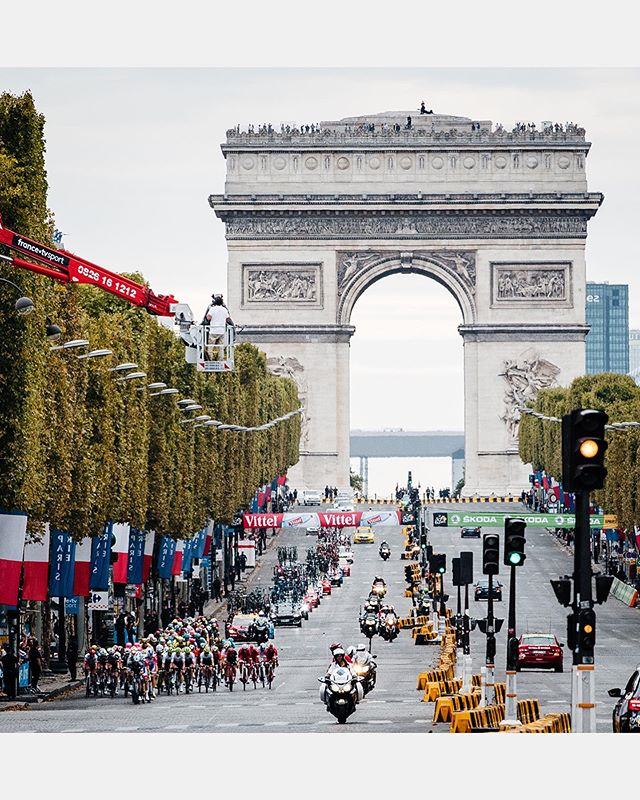 One day to go! 💛 🇫🇷 Take a look back at some of our favorite @letourdefrance moments from last year photographed by @ashleygruber and @jeredgruber 🙌 Check out more amazing photos in our stories to get ready for tomorrow's Grand Départ in Brussels. . #giordanacycling #tourdefrance . 📷: @ashleygruber @jeredgruber . #giordana #cycling #madeinitaly #tdf #letourdefrance #tdf106 #worldtour #proteam #astanaproteam #mitcheltonscott #cyclinglife #cyclingphotos #brussels #paris #france #tdf2019