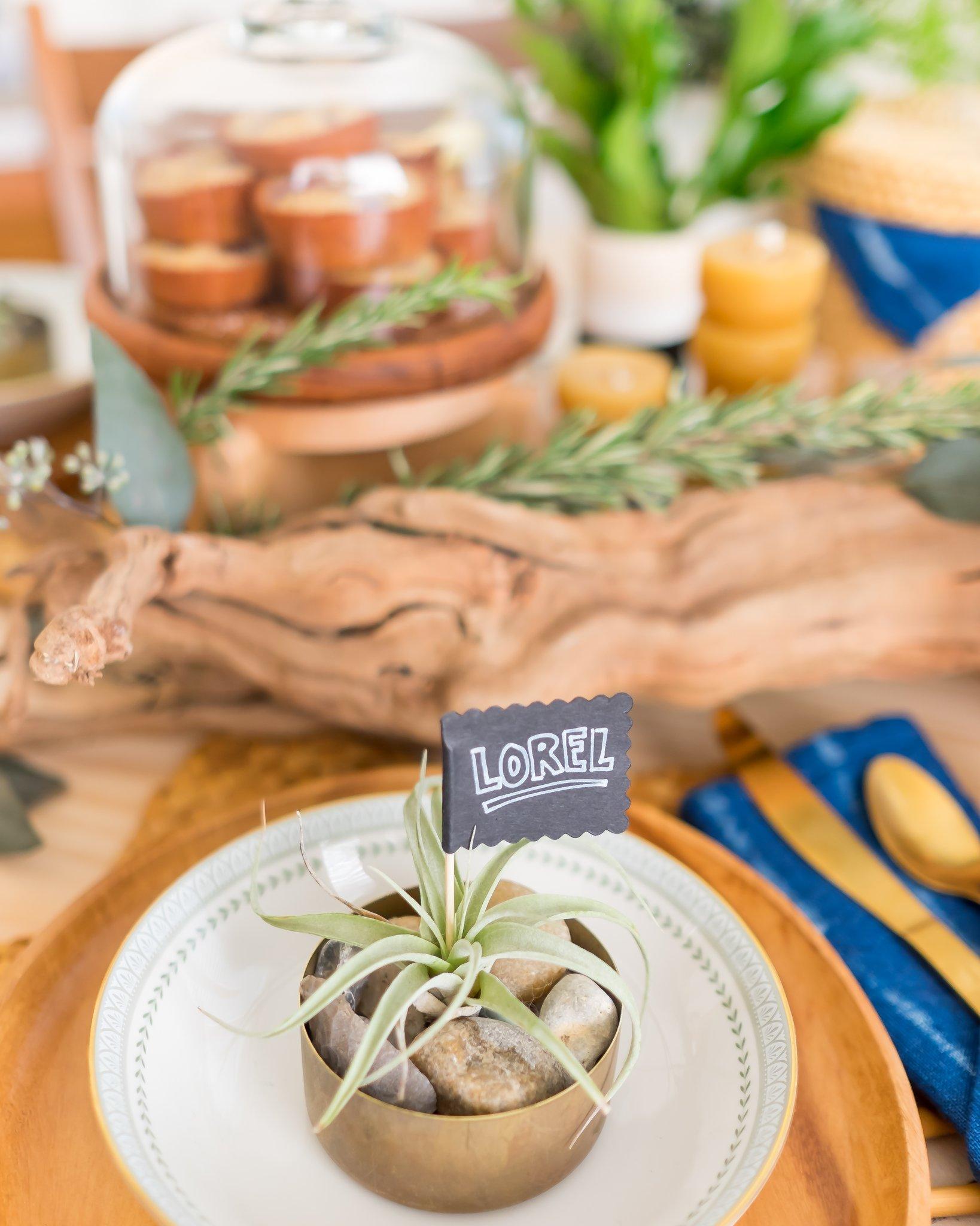 LoveDingBlog-Modern-DIY-Thanksgiving-Table-Runner.jpg