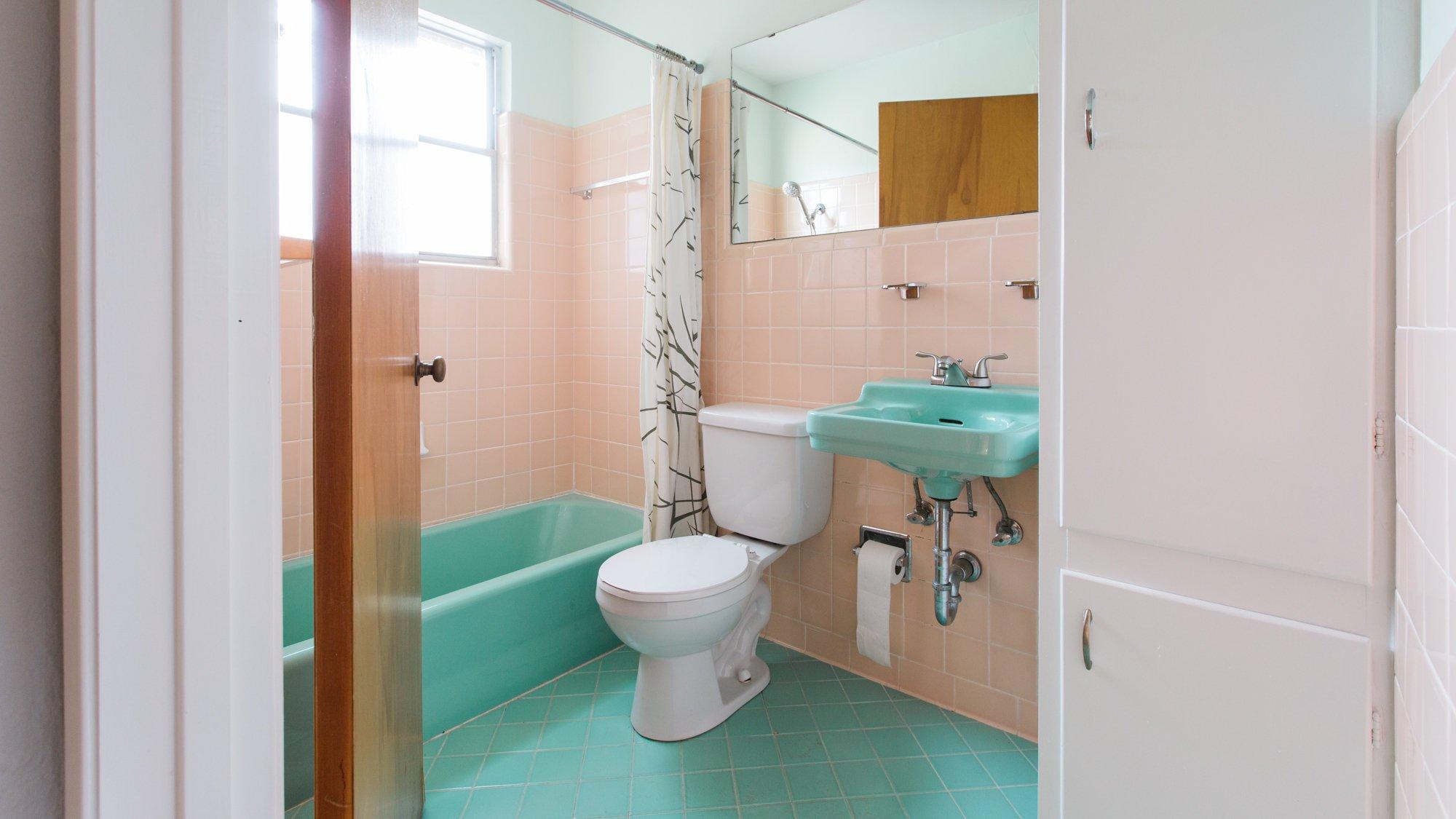 Love_Ding_Blog_Home_Renovation_Project_Vintage_Turquoise_Sink_Guest_Bathroom_Diana_Ascarrunz_Photography.jpg