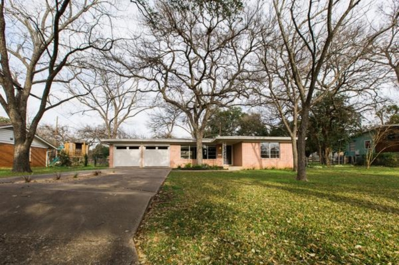 Love_Ding_Blog_Home_Renovateding_Project_Austin_Ranch_Style_Home_Diana_Ascarrunz_Photography_Featured.jpg