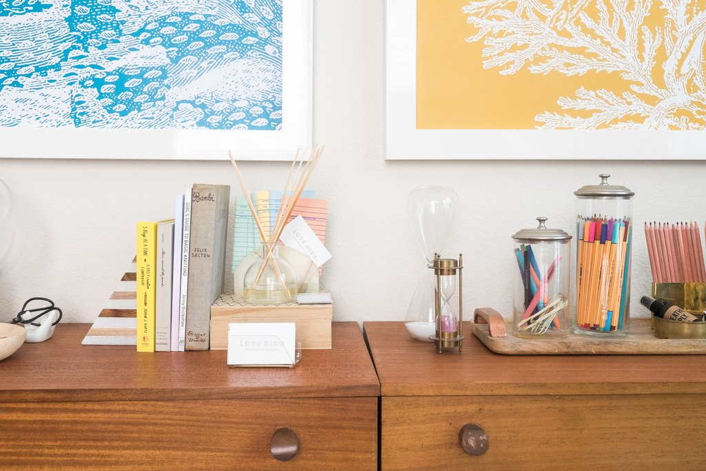 LoveDing-blog-staging_and-styling-your-home-clean-up-clutter-Dont.jpg