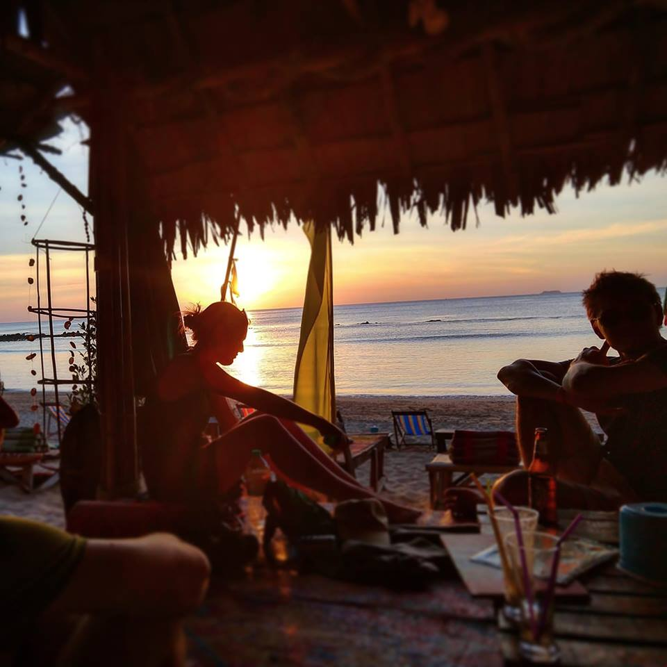Drinks and dinners on the beach are one of the highlights of being a digital nomad on Koh Lanta.