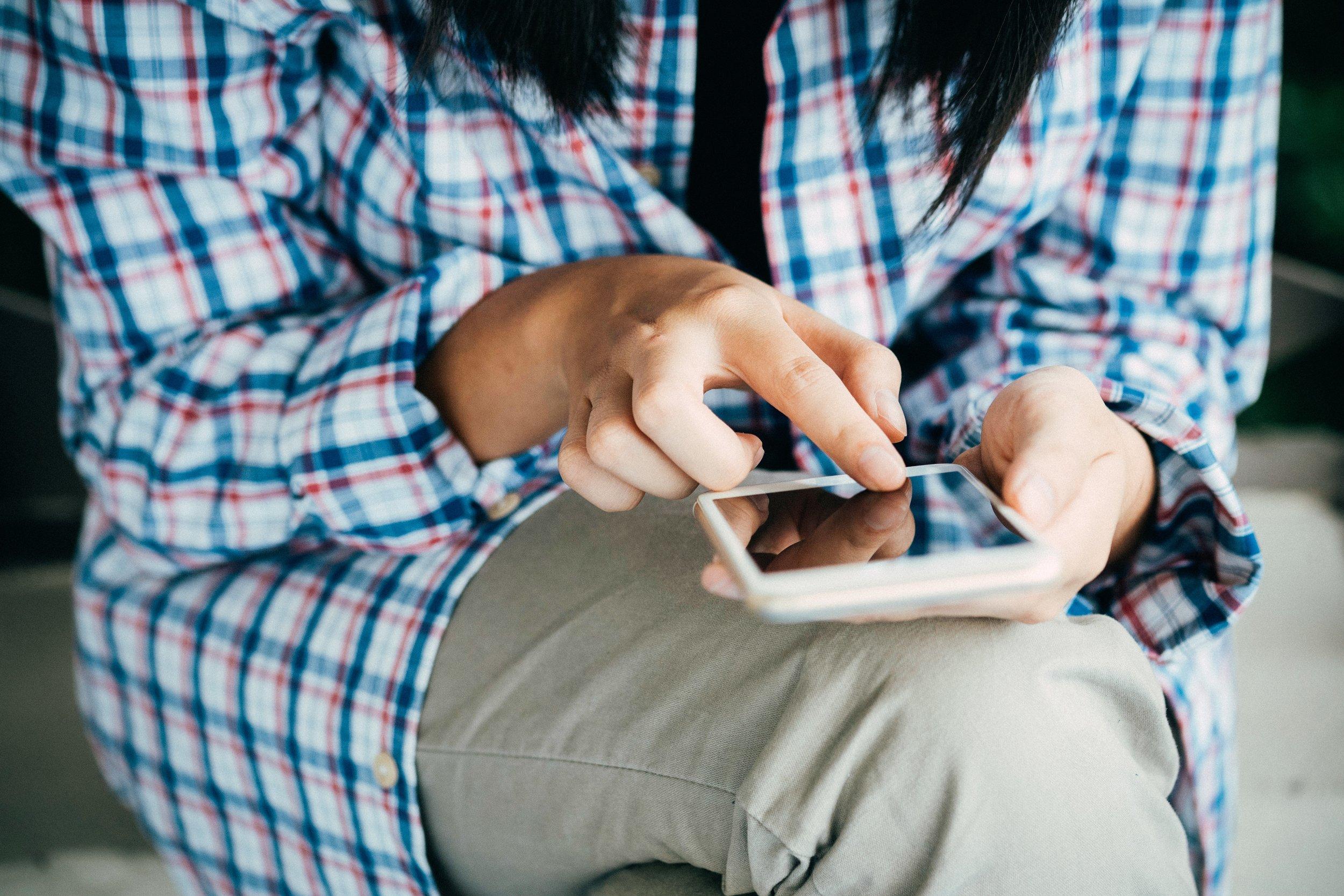 cellphone-close-up-communication-367273.jpg