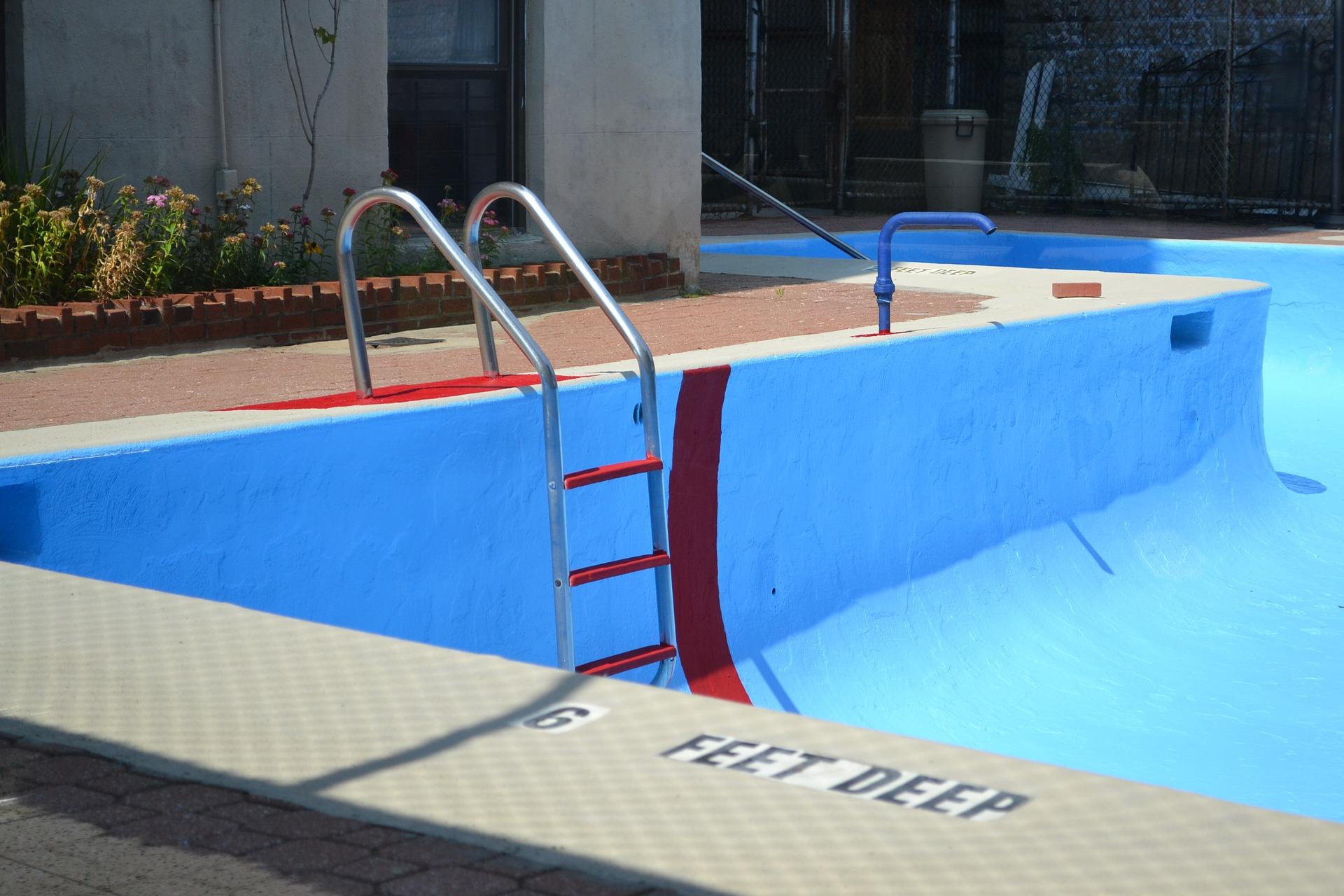 pool-2729085_1920.jpg
