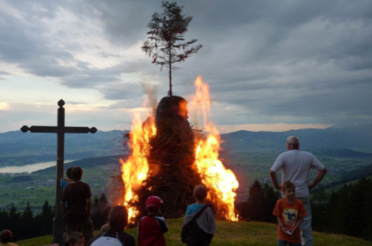 1. August- Feuer brennt zu spät - 29.12.2015