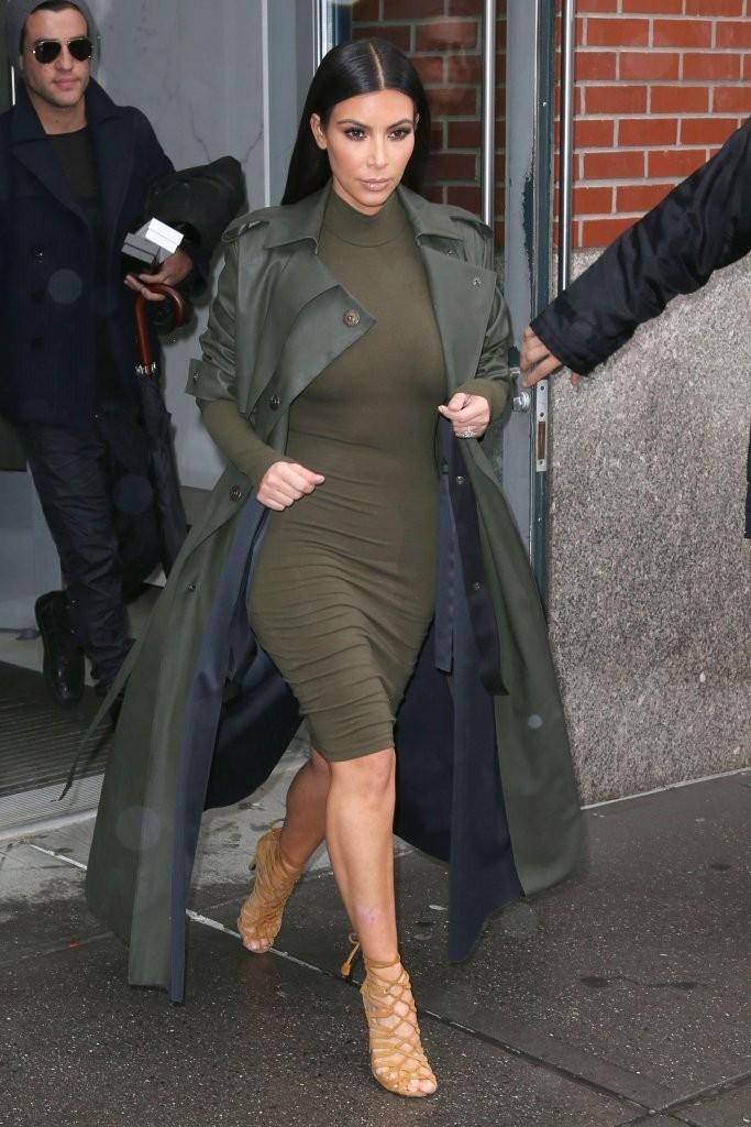green-olive-dress-bodycon-brun-tan-shoe-sandalh-kimkardashian-mono-green-olive-jacket-coat-trench-fall-winter-dinner.jpg