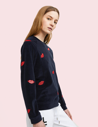 zoekarsson-kisskiss-sweater-side.png