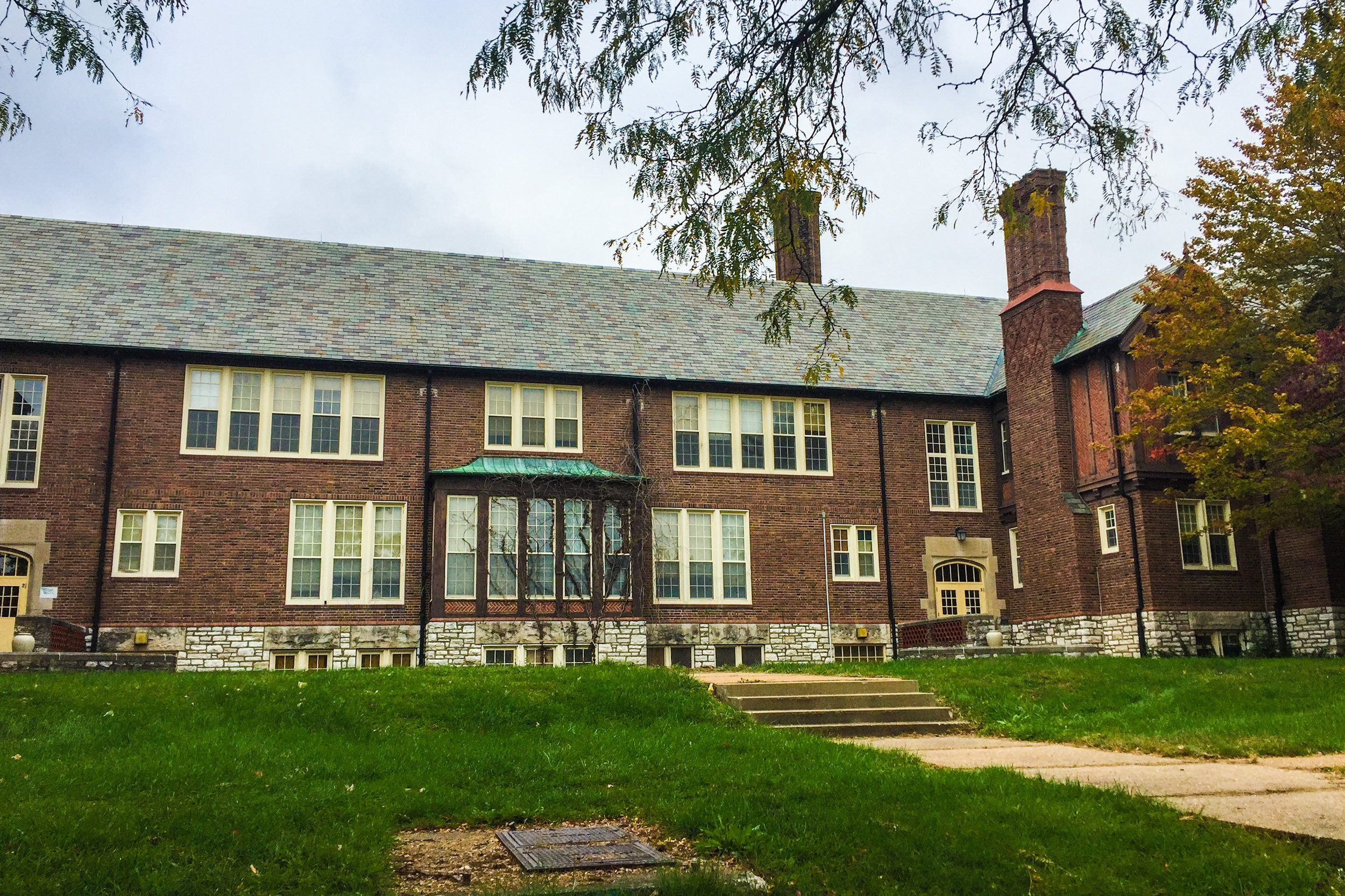 Hawthorne School - UNIVERSITY CITY, MISSOURIThe Hawthorne School Apartments is market rate community located in the University City suburb of St. Louis. The development is an adaptive reuse of the historic Nathaniel Hawthorne Elementary School.