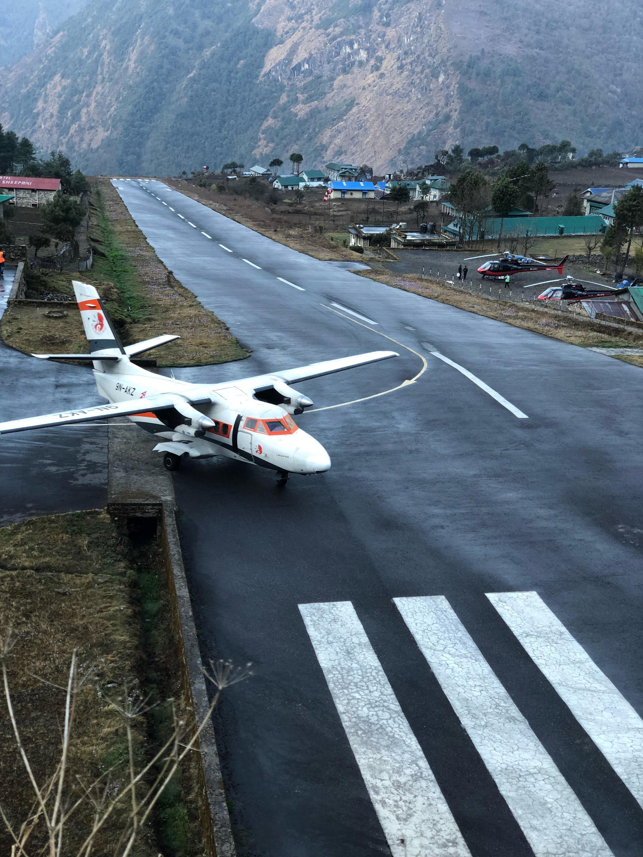 Lukla airport.jpg