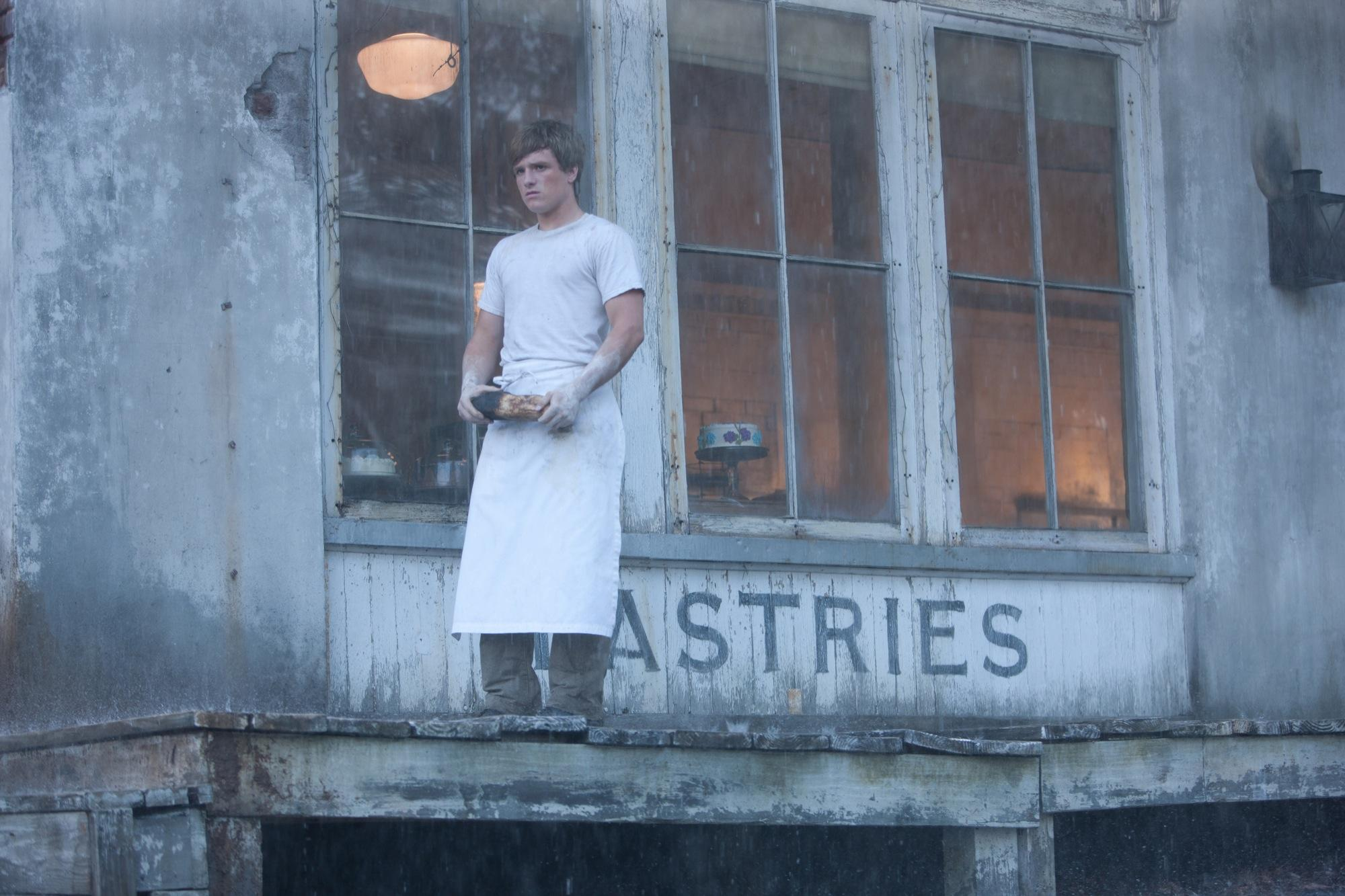 Peeta_the_boy_with_the_bread.jpg