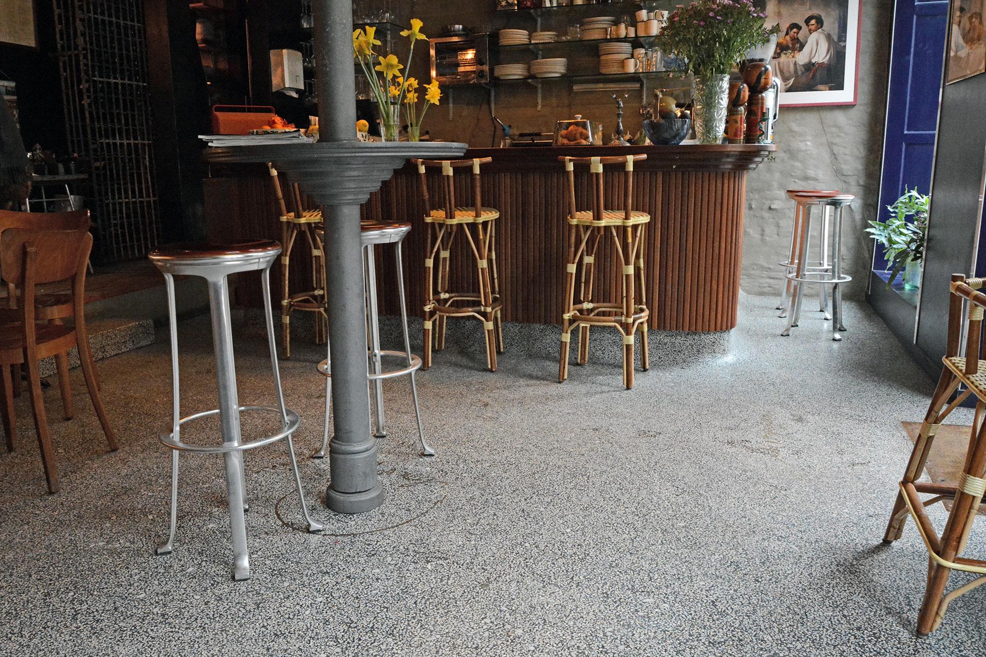 Terrazzogulv i Café - Udført i samarbejde med Lotus Concrete