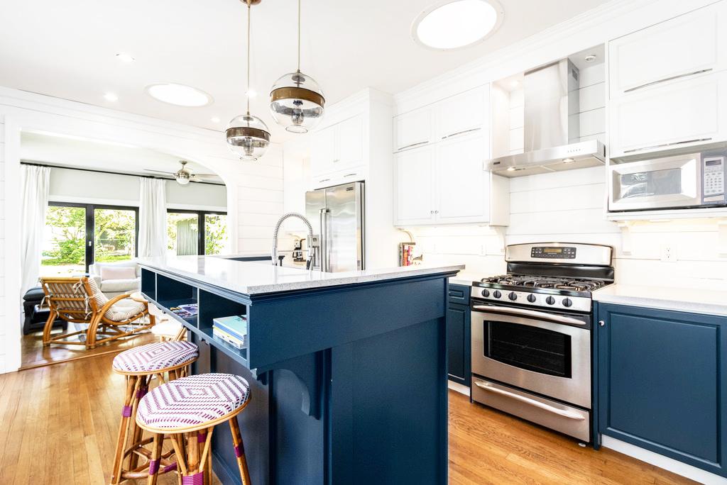 1707 Alta Vista Avenue | Sun 12-2pm | $950,000 | Listed by Megan Matza