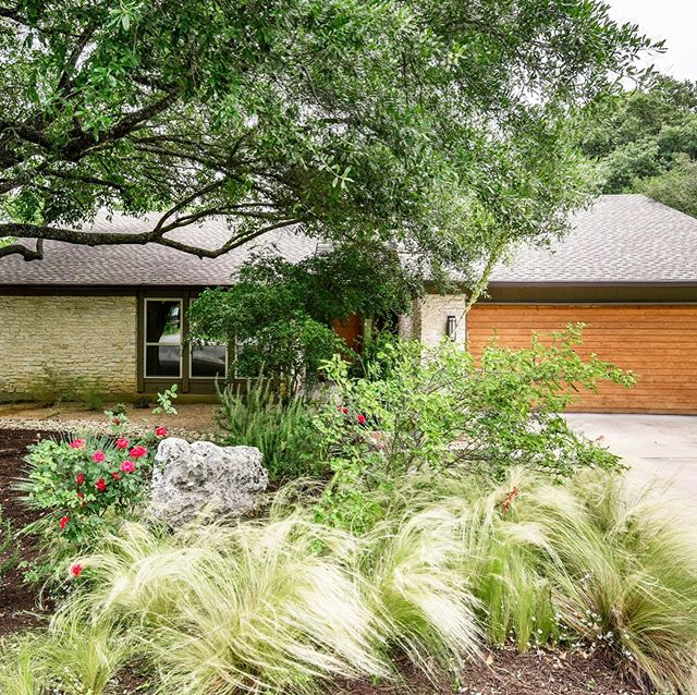 Just Listed in Westlake | Remodeled and updated with a gorgeous designer chef's kitchen and flat backyard, this move-in ready Westlake home won't last on the market long. The 2,153 square foot residence sits on .277 acres in Eanes ISD in one of the most walkable neighborhoods in the area. • ➡️ OPEN Sat & Sun 12-4pm 🔑 1701 Barn Swallow | $899,000 🏡 3 BR | 2 BA + Flex Space 📩 Sarah Turnbull | 512-810-3737 | sturnbull@moreland.com