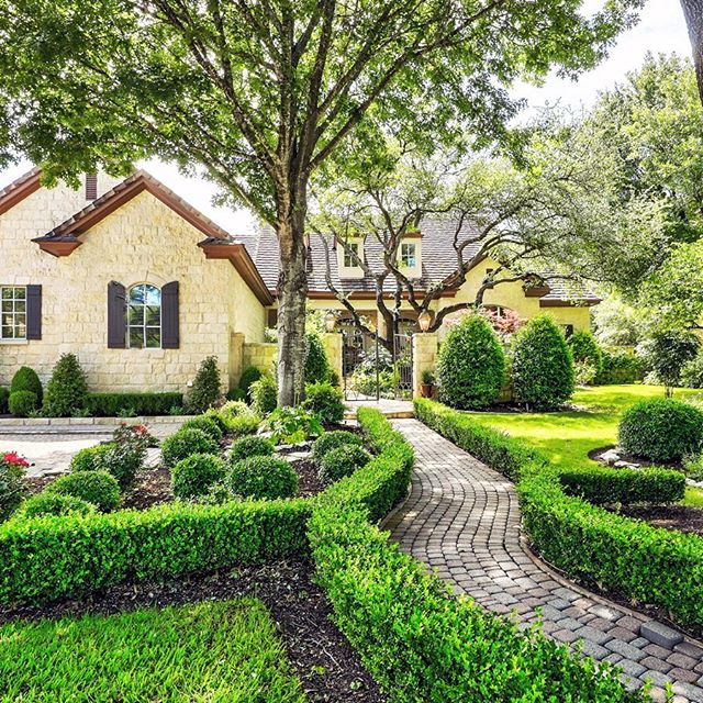 Southern Living in Barton Creek | Casual elegance abounds in this gorgeous traditional home. A front courtyard entry gives way to a fabulous floor plan offering the ultimate in outdoor privacy with covered and uncovered terraces, a beautifully designed pool/spa, pergola and gorgeously landscaped wooded lot.This stately home exudes warmth and comfort. From the detailed ceilings to the beautiful hardwood floors, 8633 Navidad is picture perfect. • 🔑 8633 Navidad Drive | $1,795,000 🏡 4 Beds | 4 Baths | .8 AC 📩 Beth Drewett | 512-576-6222 | bcdrewett@moreland.com