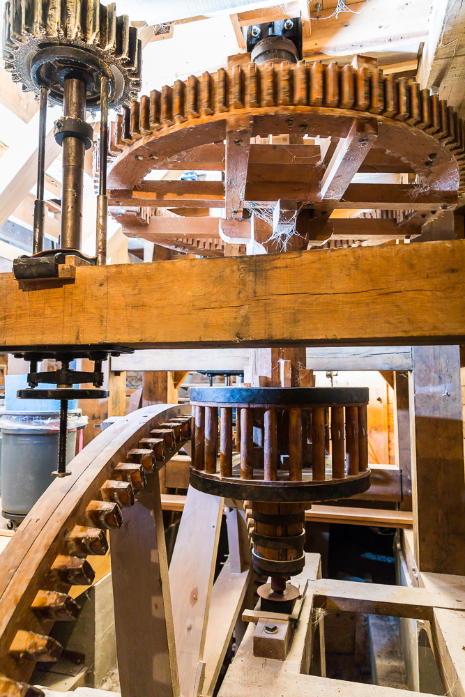Lantern gear, pit wheel and tentering beam