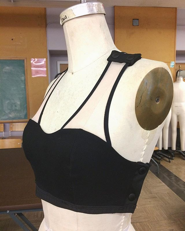 SIDE-FORM BRA 🌸Snaps are designed on the shoulder and side to allow for easy dressing !🌸@un.form . . . . . . . #unform #unformdisability #respectmyability #reformfashion #adaptivedesign #accessibleclothing  #toronto #designer #ryerson #thefutureisaccessible