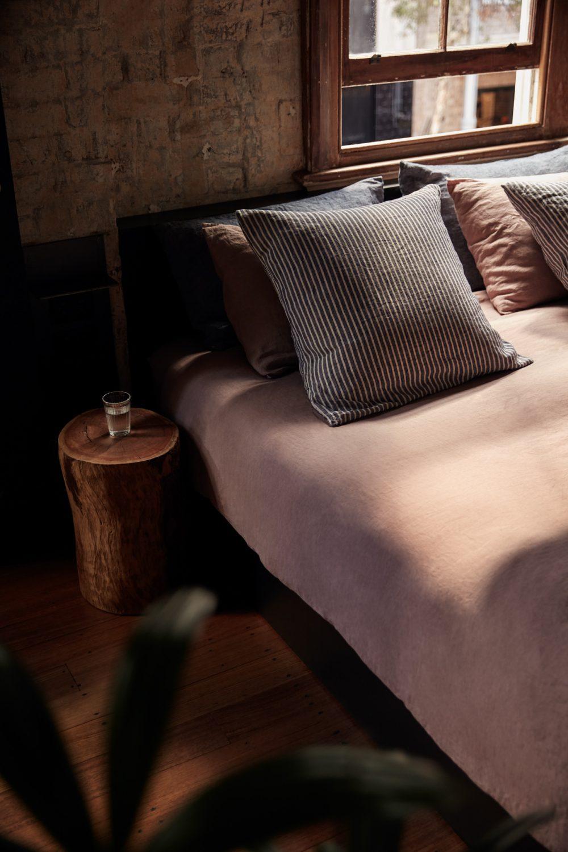 Paramount-House-Hotel-Sunny-Room-Bed-1000x1500.jpg