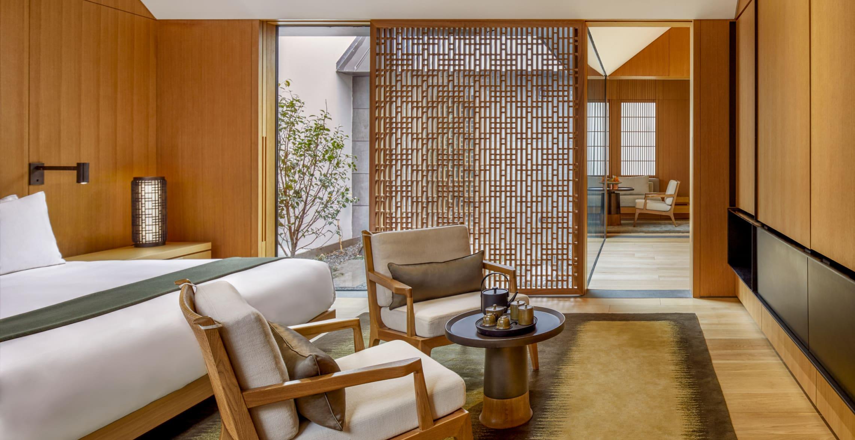 king_bed_suite_office_17124_1.jpg