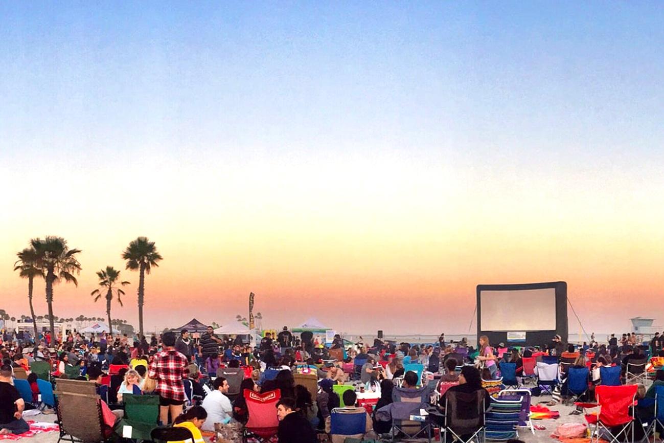 Moonlight-Movies-on-the-Beach-Los-Angeles.jpg