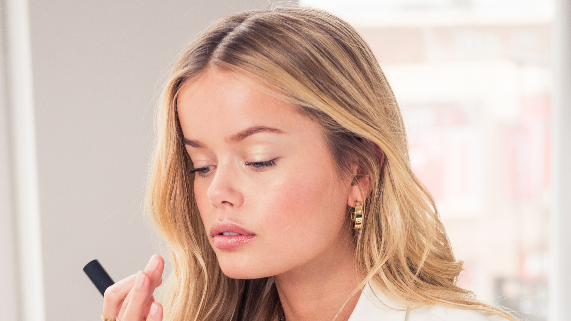 THE 6 BEST PRODUCTS FOR A DEWY SUMMER LOOK - You can apply them all in under 5 minutes.