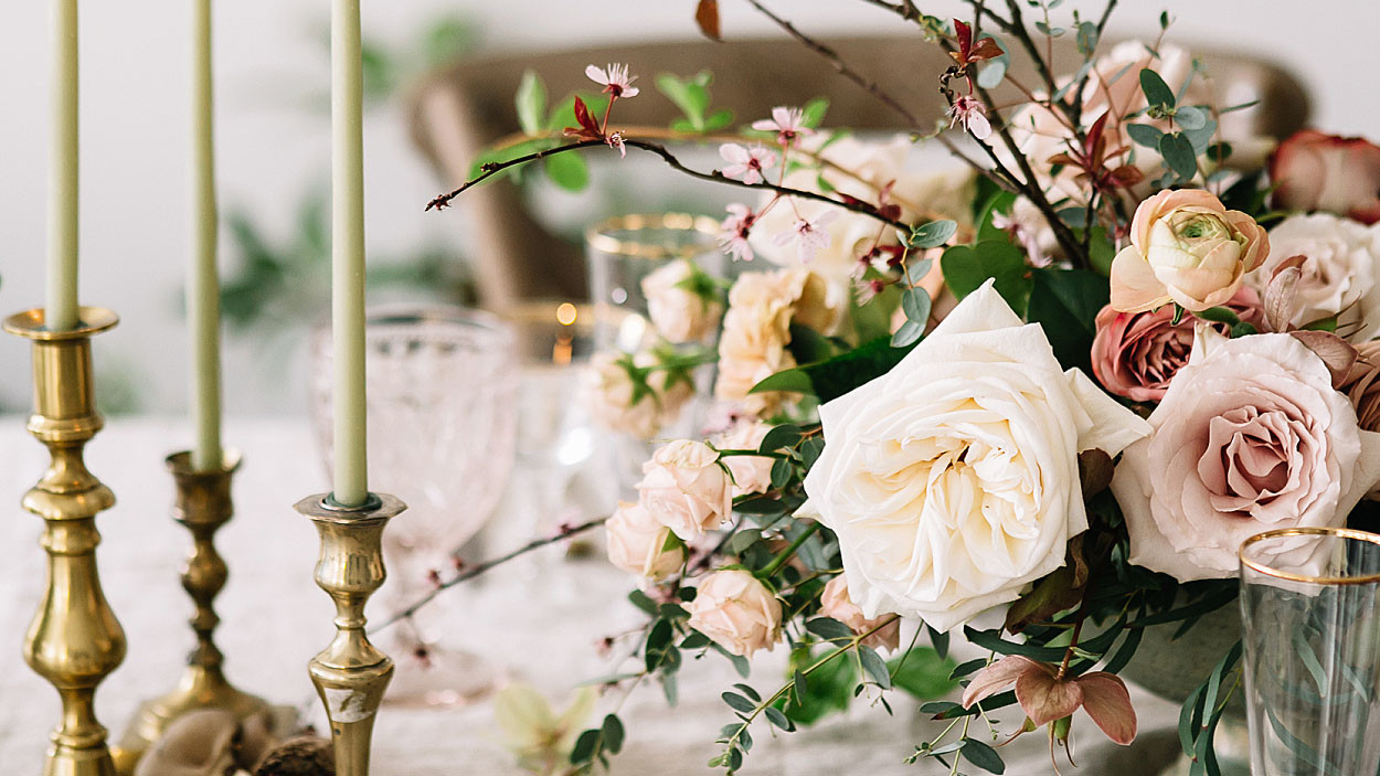romantic-wedding-flowers-centerpiece-0516_horiz.jpg