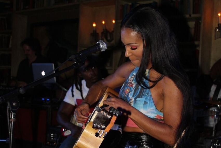 LIVE RADIO SESSIONS: AMINA BUDDAFLY - Together with Writing sessions of America, Beautiful vibes with the Talented Amina Buddahfly along with special guests! SEE MORE