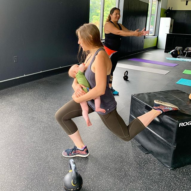 Bulgarian split squats + breastfeeding = BIRTHFIT AF!⁣ ⁣⁣⁣⁣⁣Pictured here, badass mama, Allison, and daughter, Mara. @allisonusavage 💚 #BIRTHFIT #Fitness #Nutrition #Mindset #Connection #BIRTHFITIthaca #PostpartumSeries #PostpartumIsForever #MovementIsLife #UnitedInLove @birthfit_ithaca_ny @birthfit @birthfitcoach @birthfitprofessional @pallas.ithaca