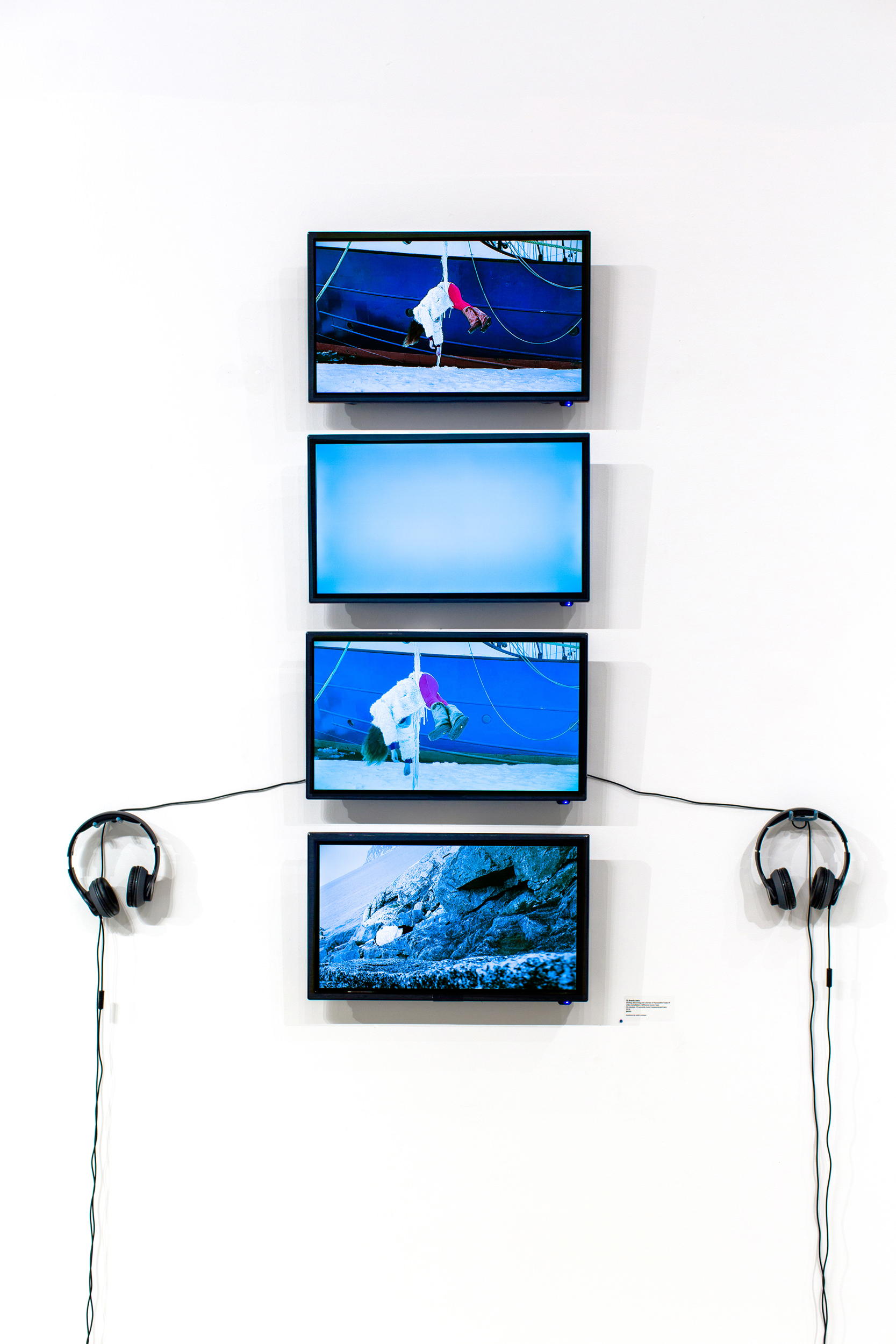 Brandy Leary, Melting, Mourning and a Series of Impossible Tasks IV, video installation / driftwood wood, foam, 22 minutes, 12 seconds, loop / measurements vary, 2018