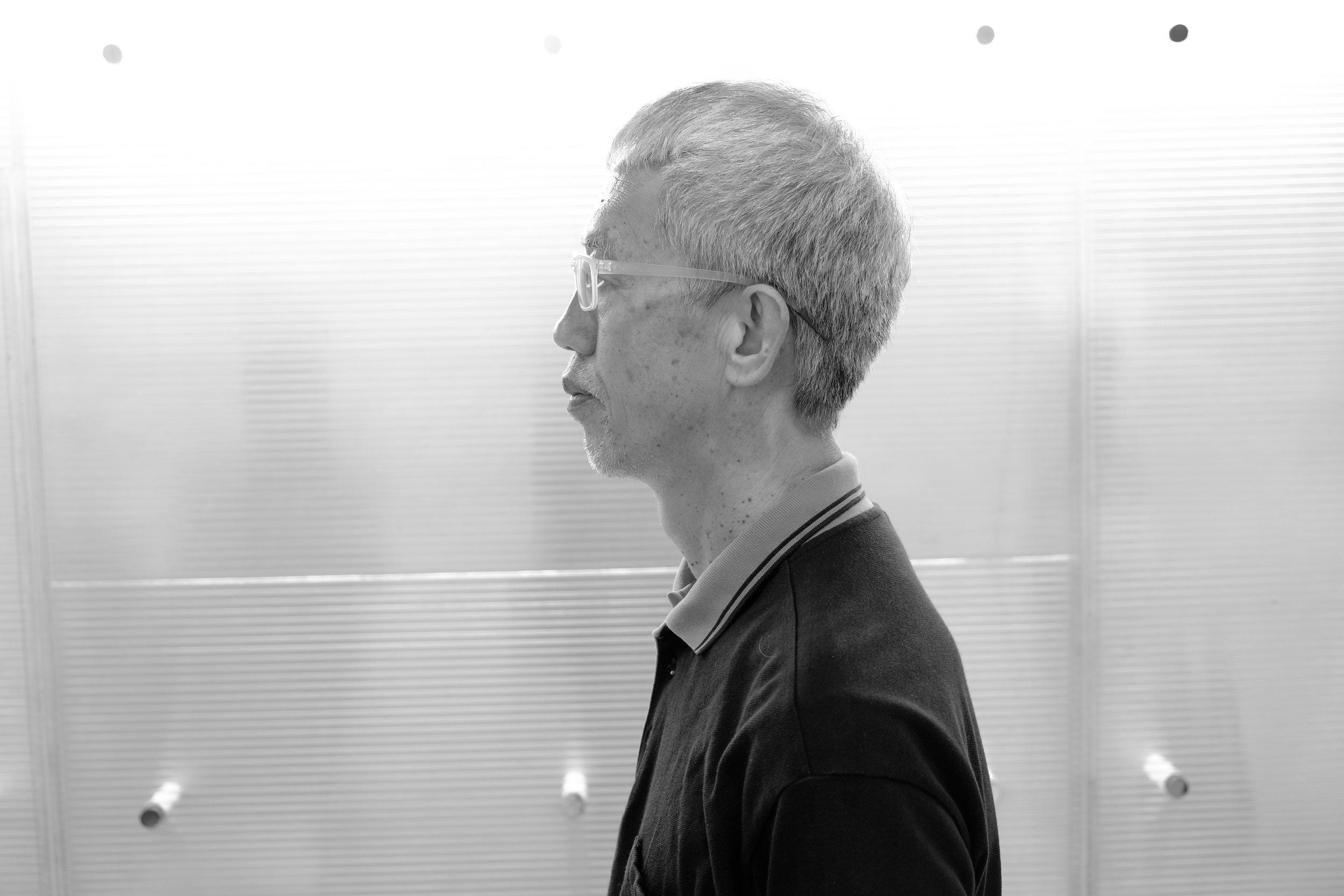 黃勤帶 - 知名香港紀實攝影師,生於1957年,年輕時曾任突發記者,主要出版攝影集包括《皇后旅館》、《Vajrayāna》、《89'廣場的日子》及《2002-07香港地》、《Fukushima》。