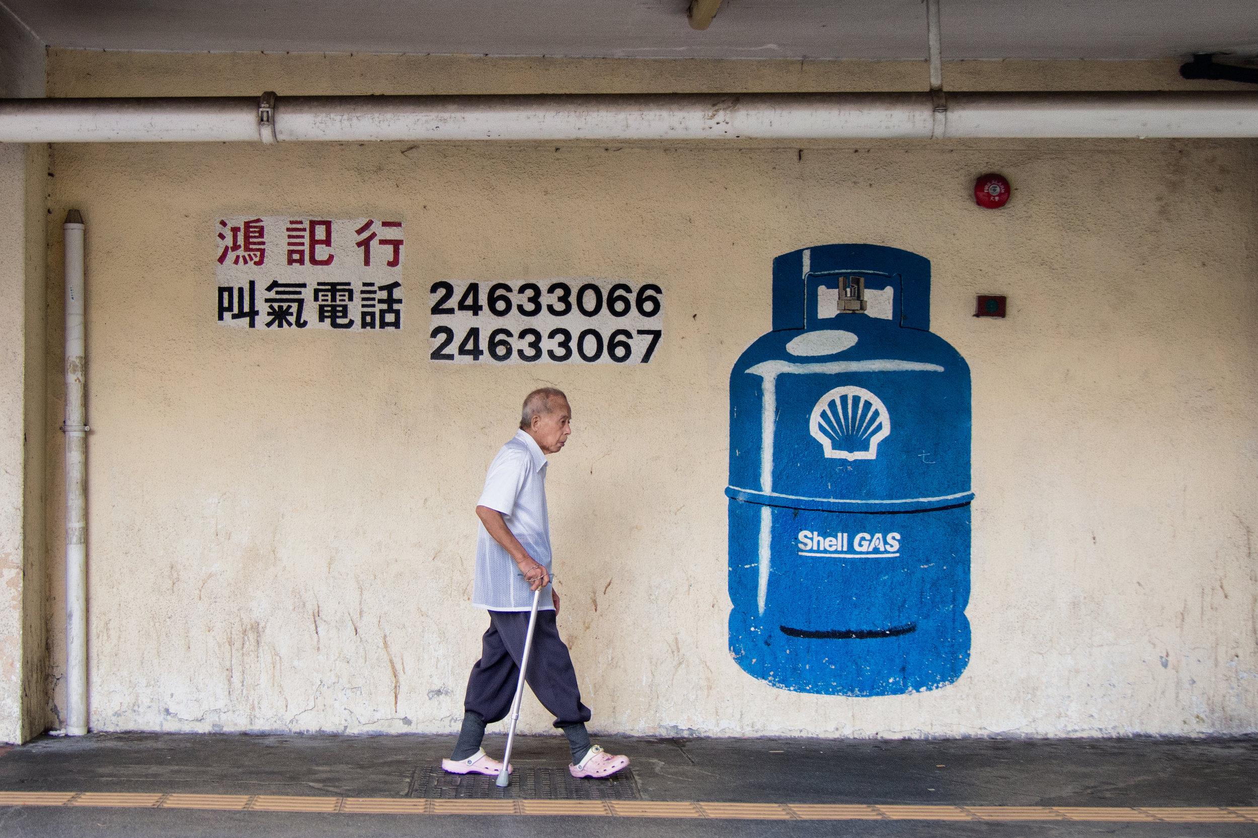 ©William Leung - 「其實我拍攝的不是『作品』,而是記錄一個時間……我想記錄一些細微轉變。」William以屋邨油漆為例,就算同一角度同一位置,十年前後的用色亦有所改變,喜歡屋邨的他不單是喜愛,而會更進一步了解公共屋邨的運作。