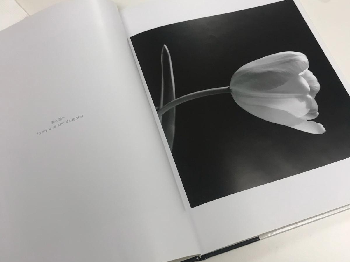 《Life》攝影書中的第一頁,正是陽一郎第一張拍攝的鬱金香。