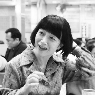 赤赤社   AKAAKA Art Publishing Inc.由姬野女士 (Kimi Himeno) 於2006年在京都成立,主力作為攝影集和當代藝術書籍的出版商。赤赤社迄今已出版多達180多本書藉,姬野女士堅持以建基於與藝術家的一對一交流形式去創作書籍, 這種兩者一致的創作方法,令書籍設計、印刷、裝訂及其他特定生產過程中的細節達到無微不至地仔細,從而生產出多本引起觀眾極大關注的藝術書籍。 赤赤社出版的書籍致力傳達藝術家及其作品的價值,除了出版活動,在過去的幾年間,赤赤社亦積極開辦展覽和活動,為不同人提供討論和參與攝影創作的機會。