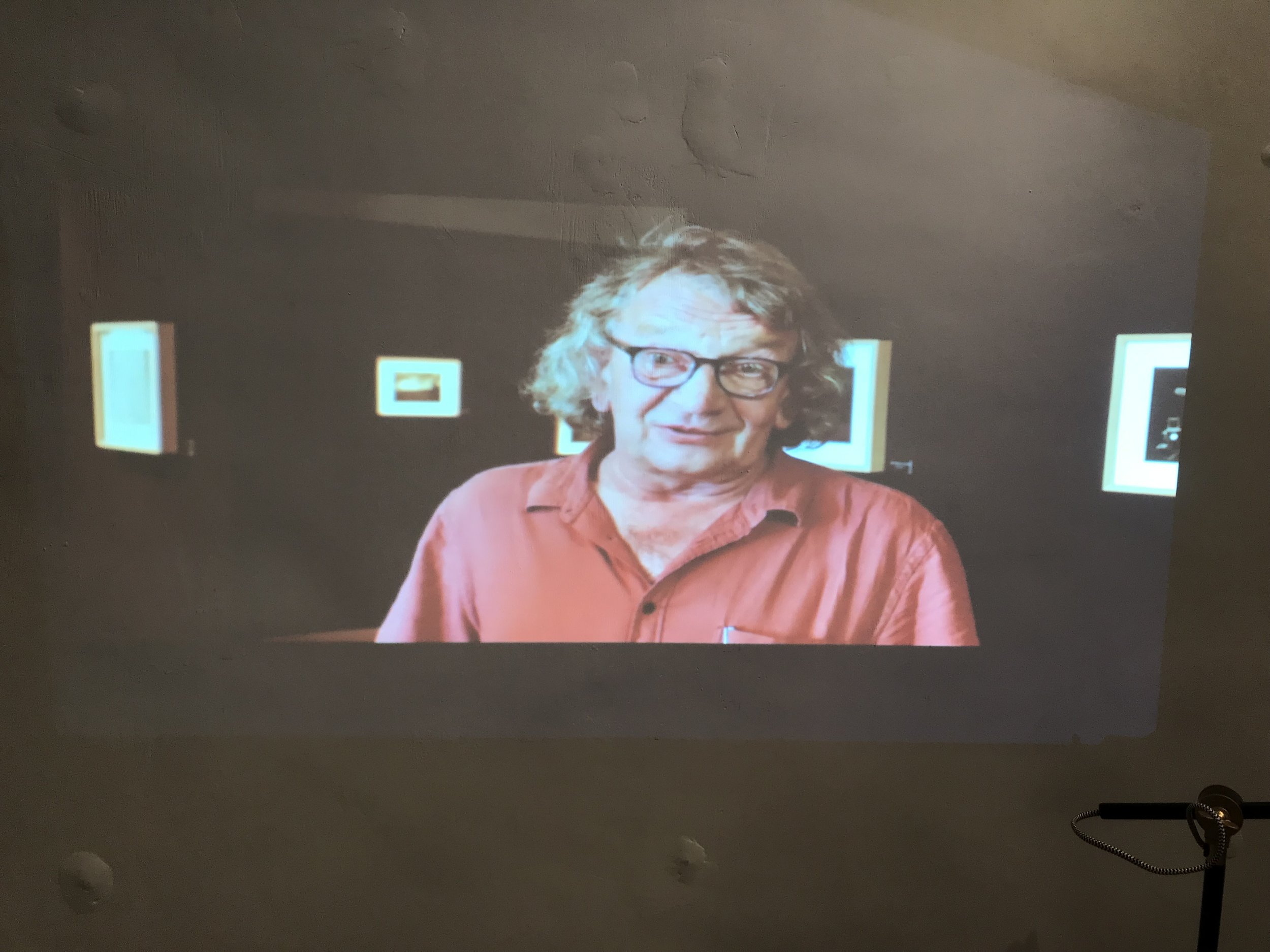 Bogdan Konopka - 出生於波蘭的旅遊攝影師,居住在法國數十年。Konopka的作品在世界各地展出。2003年,其作品系列《The Invisible City》(隱形城市) 在龐比度中心展出,獲得全球讚譽;而他早於1998年,已憑《Paris in grey》(灰色巴黎) 系列,勇奪Grand Prix de la ville de Vevey的歐洲攝影大獎 (European Photography Award)。2019年5月19日與世長辭,享年65歲。