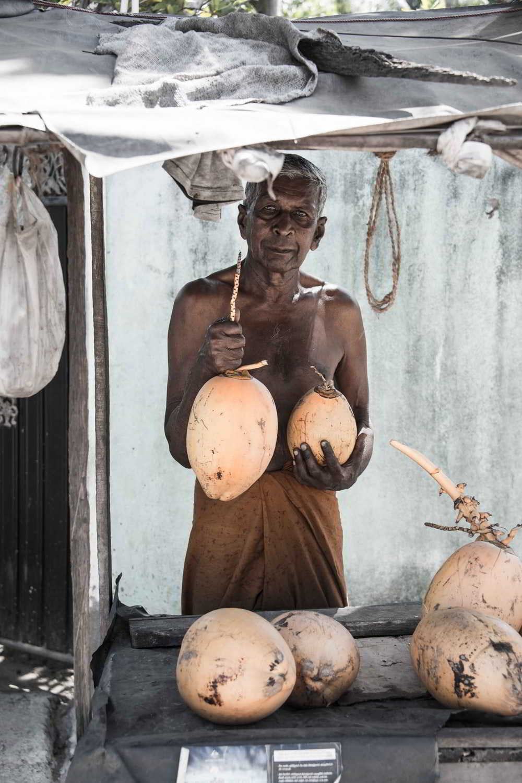 earthlinks srilanka coconut seller man local drink.jpg